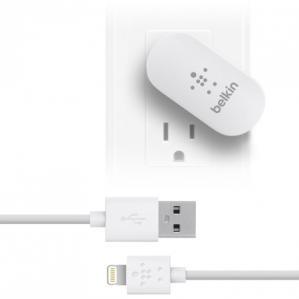 Belkin 8-Pin Lightning 2.1 Amp SWIVEL Travel/Wall Charger w/Detachable Cord
